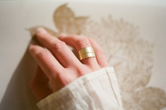 Golden feather ring. Adjustable size bohemian ring. Woodland wedding, bridesmaid gifts