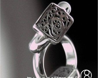 Sterling silver ring with capricious shapes in a frame