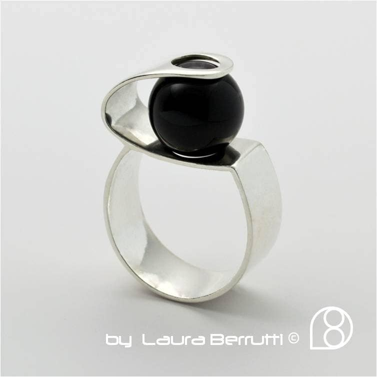 sterling silver ring with onyx sphere