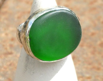 Sea Glass Ring, Oval Ring, Green Glass, Sea Ring, Minimalist Jewelry Ring, Glass Ring, Hammered Band, Beach Glass Ring, Sterling Silver