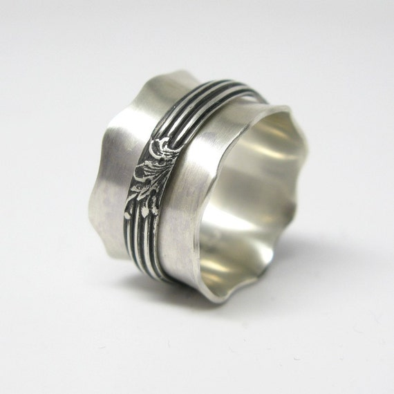 Modern Victorian Style Sterling Silver Spinner Ring