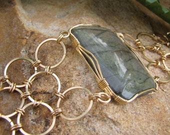 Impressive Peach-Blue Labradorite and Chain Maille Bracelet - Gold Filled