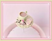 Tasse de thé Battenberg Cake truffe et Pirolines Pin Topper