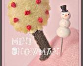 Mini Frosty the Snowman Pin Topper