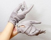Vintage Light Gray Gloves with Faux Pearl Button
