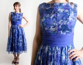 Vintage 1950s Cocktail Dress - Floral Print in Shades of Blue - Medium