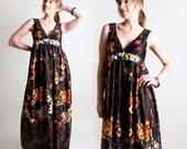 1970s Floral Maxi Dress - Black Laid Back Summer Beach Girl - Medium to Large