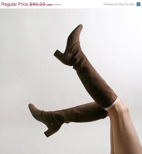 Vintage Salvatore Ferragamo Boots in Milk Chocolate Suede Leather - US size 6.5 narrow Western Heeled