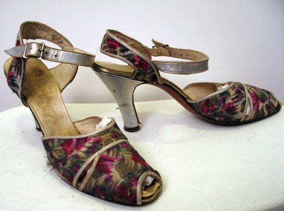 Vintage 1940's Peep Toe Ankle Strap Heels 6AA