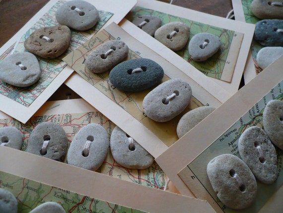OCEAN BUTTONS... 5 beach stone button tags