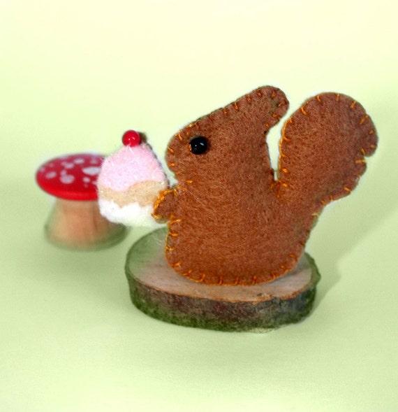 Squirrel loves cake badge