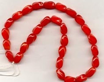 28 Brilliant Red Twisted Givre Vintage Beads Glass