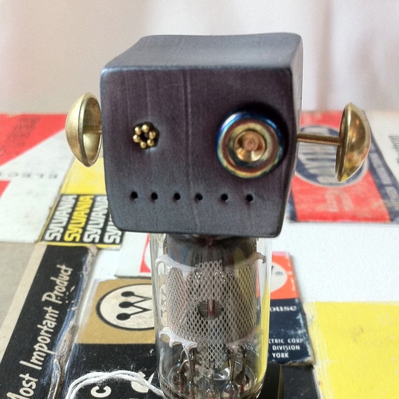 Vacuum tube bot0050, a cute robot for your desk
