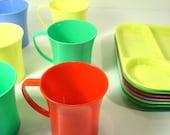 Retro Vintage Colorful 12 pc Plastic Picnic Set