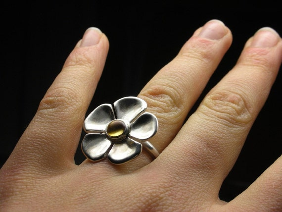 Cocktail flower ring in sterling silver with citrine cabochon - Size 6 1/2