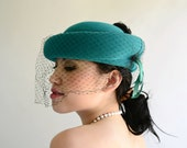 VEILED Hat Emerald Green Felt Vintage 80s Black Feathers Party Cocktail