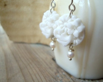 White Floral Bridal Earrings Pearl Shabby Chic Vintage Style Bridal Jewelry Weddings Vintage Bride Gifts Under 40 Dangle Earrings