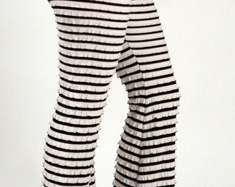 Brazilian-Style Ruffled Pants  (Black/White)
