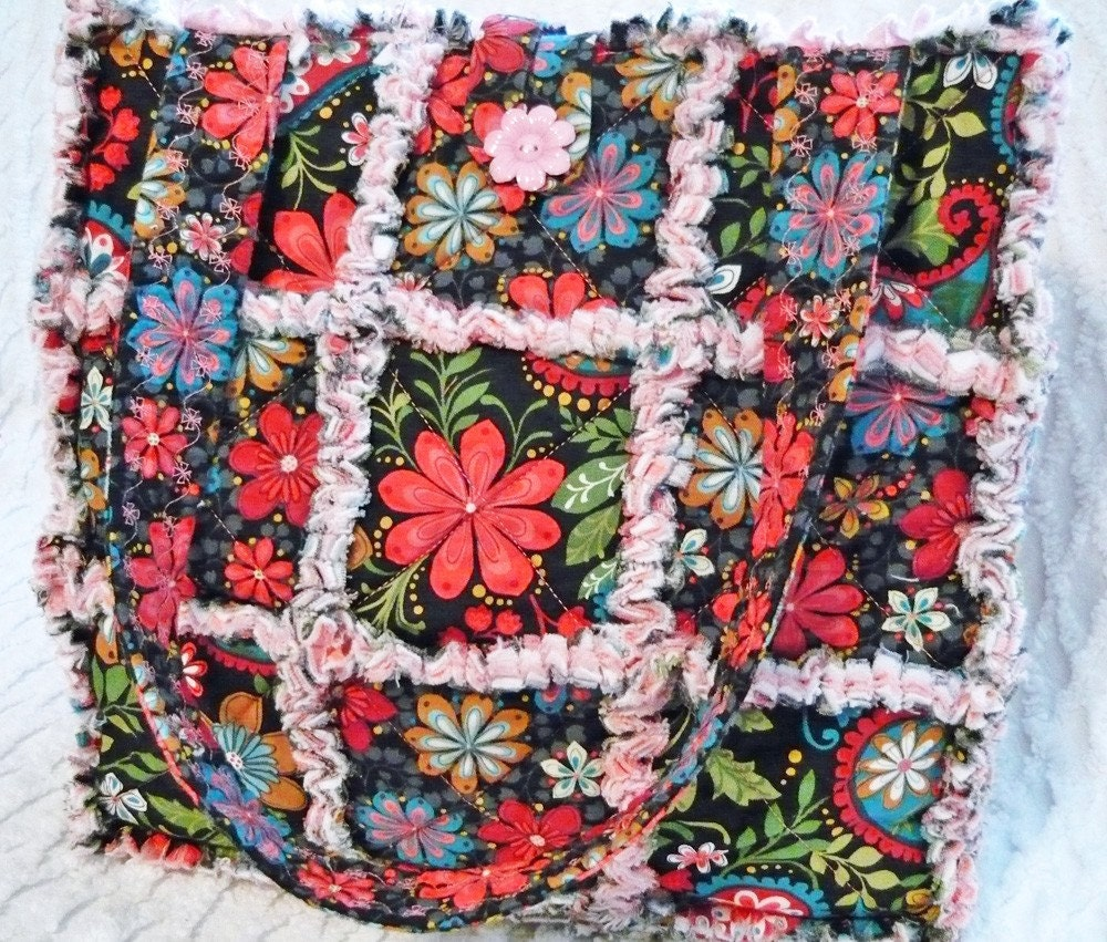 Rag Quilt Tote Bright Retro Flowers Red Pink Green Black