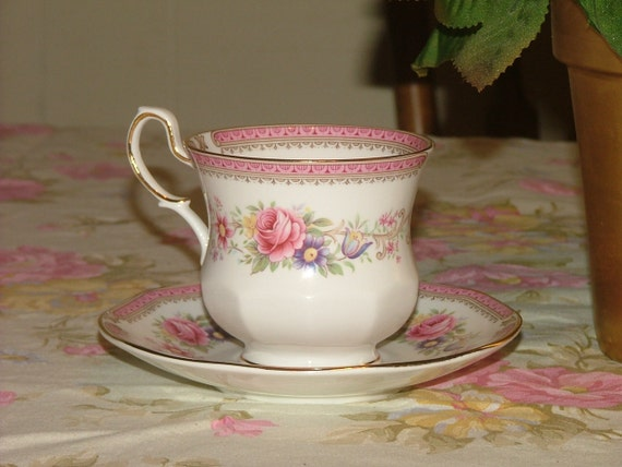 Vintage Queen's Rosina Bone China Tea cup and saucer Richmond pattern