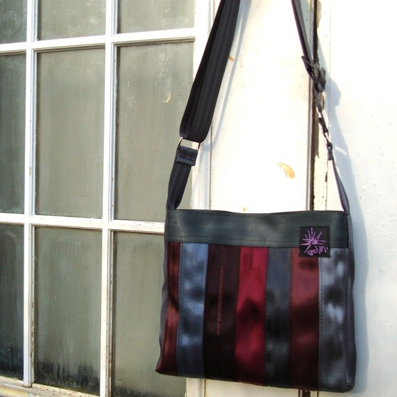 Purse tote bag made from reclaimed seat belts