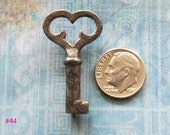 Mini ANTIQUE KEY to My HEART Rare 1800's Gothic Cast Iron Heart Top Hardware Lock Key Diy Pendant Altered Art Steampunk