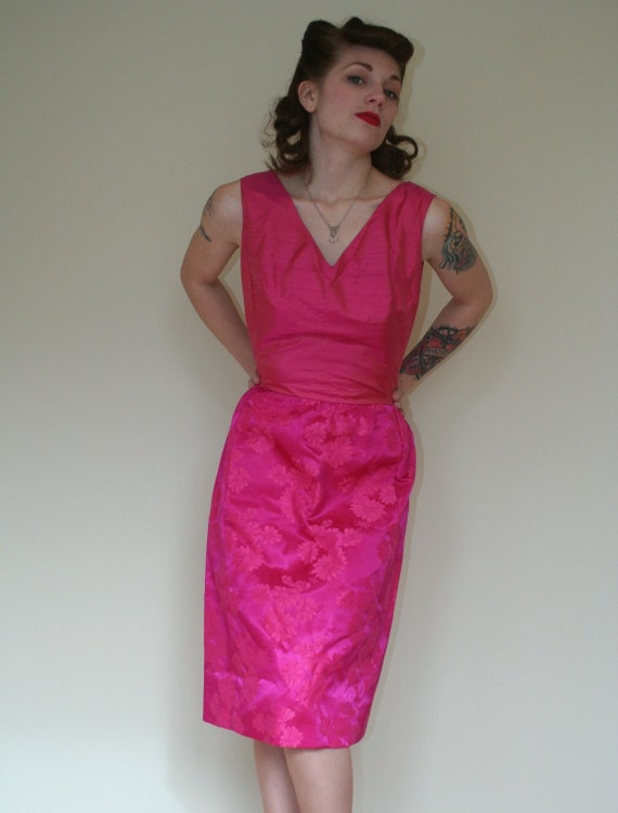 50s PINK Wiggle Cocktail Dress  36-27-38