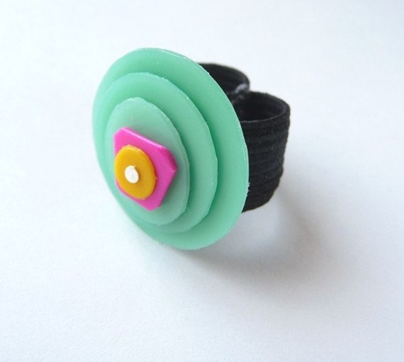 Abstract Art Recycled Plastic Ring with elastic band in Mint