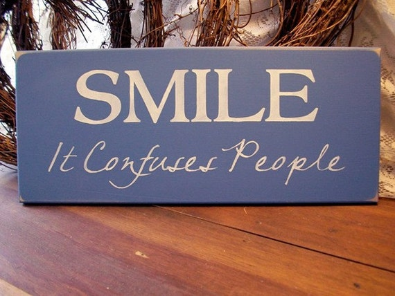 wood sign smile it confuses people funny plaque wall decor. Black Bedroom Furniture Sets. Home Design Ideas