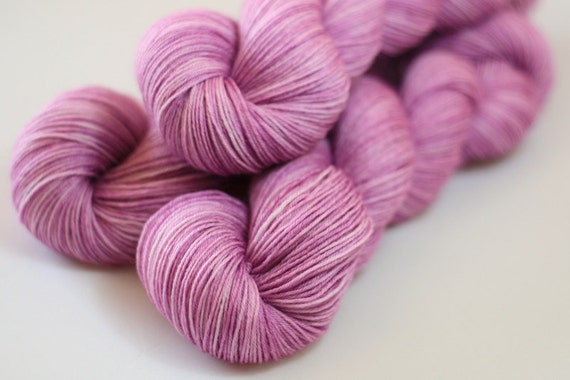 Pendle 4ply in Wild Rasberry (Lot 270512) - hand dyed 4ply superwash merino sock yarn - UK/British Seller