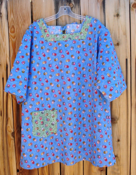 The Mama San Mamasan Kappogi Full Coverage Smock Apron in BLUE Jam & Jelly Print Size Large (18-20)