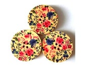 6 Wood  buttons,  flowers ornament, 30mm, for scrapbooking, bags, jewelry, crafts