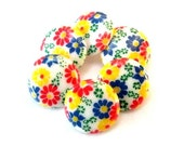 Vintage buttons, 7 plastic buttons, flowers ornament, can be use for button jewelry, 15mm