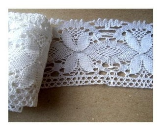 Vintage lace trim, 3 pieces-70inch,54inch,40inch- 3 inch wide cotton bobbin lace with ornament