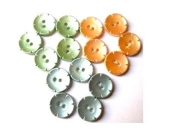 15 vintage buttons, flower shape, 3 colors, 14mm, proper as beads for button jewelry