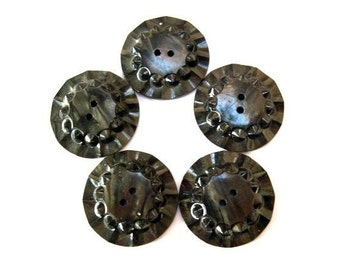6 Vintage flower buttons, grey to black, plastic, can be use as beads for button jewelry