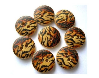 8 wood buttons 18mm,beautiful ornament in brown and black ,18mm
