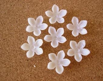 25 Vintage flowers cabochon, white, 15mm, 5 petals, plastic