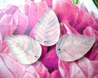 15 Vintage beads leaf shape frosted white lucite 22mmX15mm