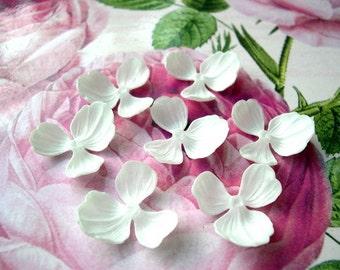 10 vintage flower shape 3 petals white lucite 23mm