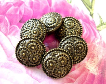 6 Vintage buttons etched flowers 18mm