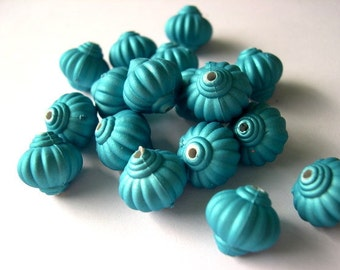15 Beads, blue plastic VINTAGE STYLE 13mmx14mm