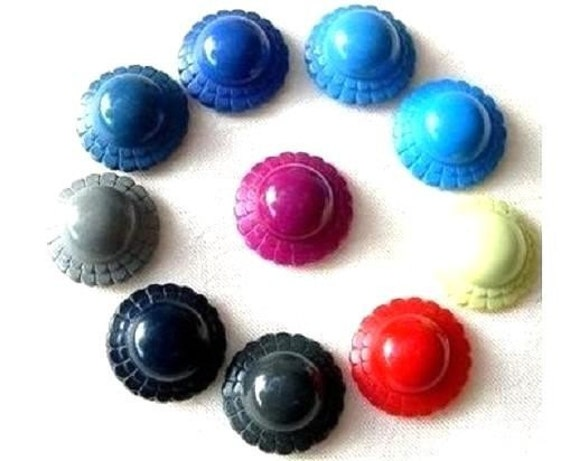 10 Vintage buttons plastic flower shape 10 colors, 20mm 8mm height