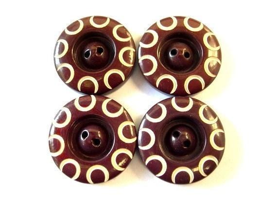 6 Vintage buttons  plastic, unique pattern 19mm