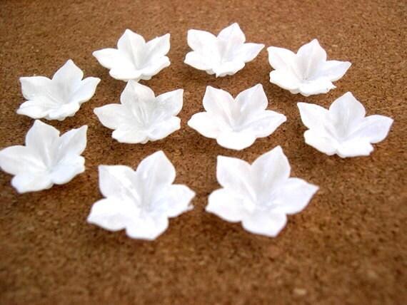 15 Vintage flowers cabochon, white, 20mm, 5 petals, plastic