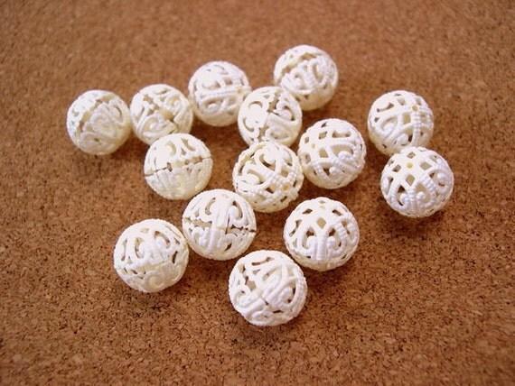 15 Vintage beads, ivory, plastic, looks like lace, 12mm