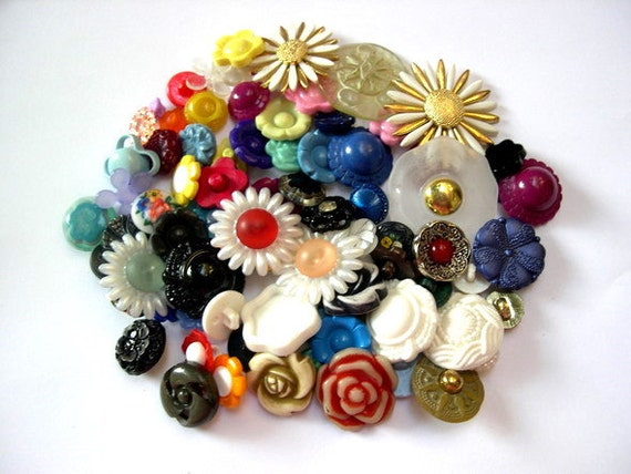 80 Buttons, flowers, SHANK BUTTONS, antique and vintage  plastic buttons