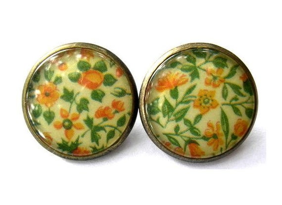 RESERVED to Amber-5 lots of 2 Vintage buttons, metal trim with flowers picture covered with clear plastic, 21mm