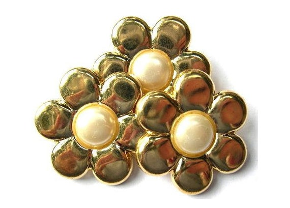 6 Vintage flowers buttons gold color with pearl-choose size