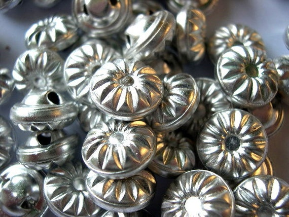 Buttons, antique vintage silver color metal buttons, for buttons jewelry, sewing, knitting, 13mm